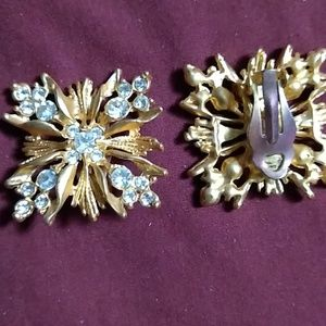 Clip earrings. Good condition